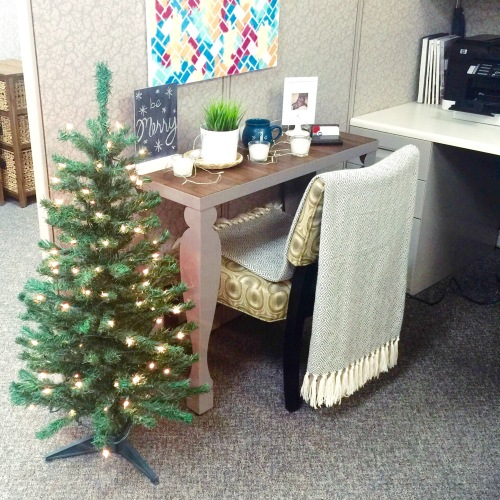 cubicle decirated for christmas